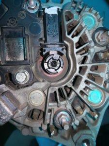 Замена щетки генератора
